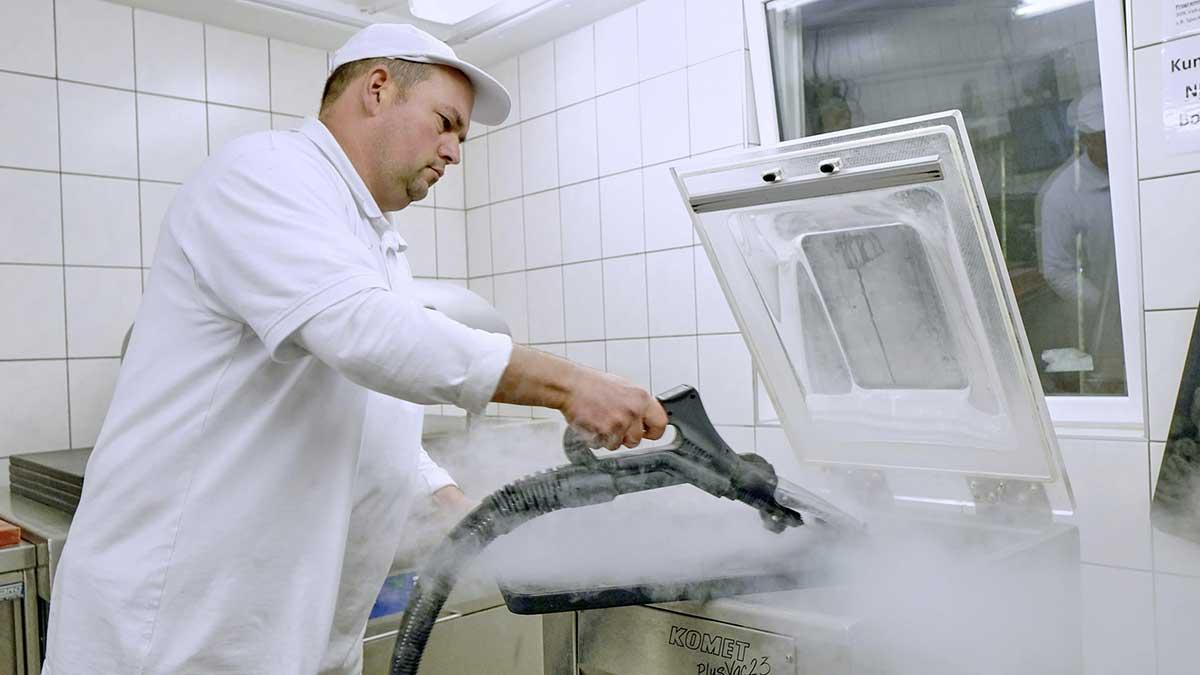 Trockendampf gegen Keime - Das Dampfsaugsystem von Beam gewährleistet dies mit bis zu 180 Grad Celsius heißen Dampf.