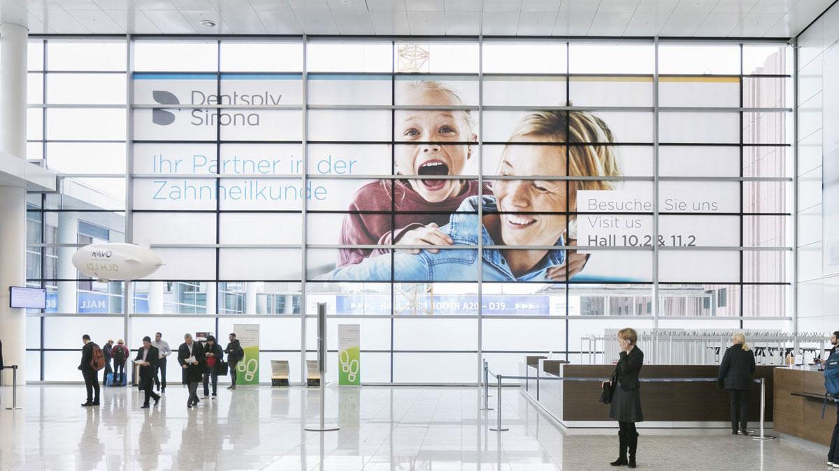 Werbeflächen bei der Koelnmesse - Fenster Eingang Süd