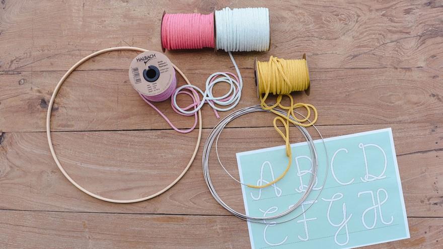 Jutta Nowak: Knitted paper tube 1