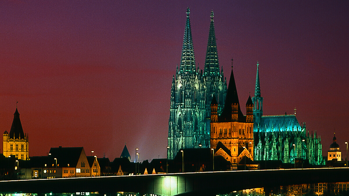 Shines bright day and night: The Cologne Cathedral