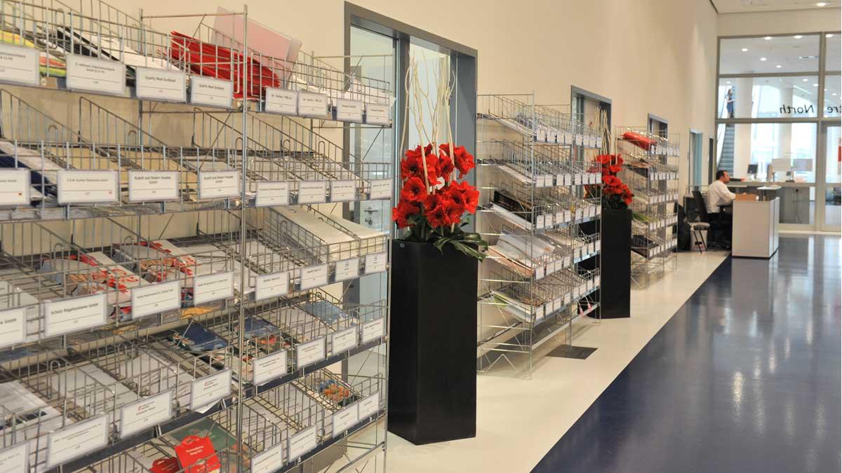 Press compartments for exhibitors