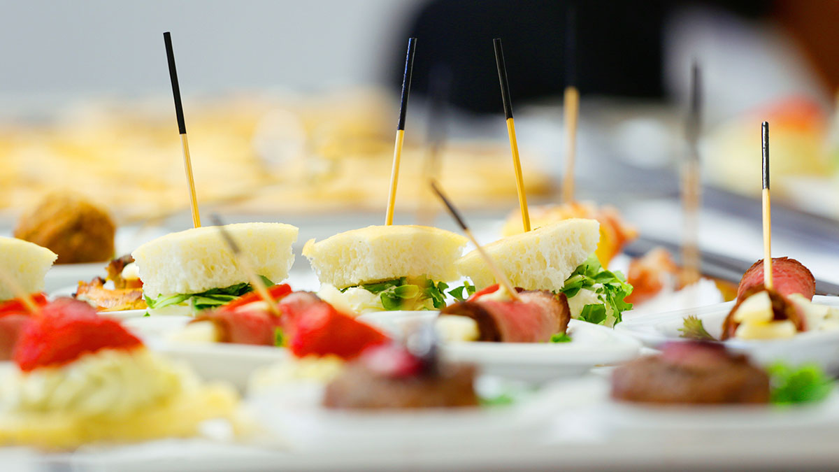 Stand food service and delivery service