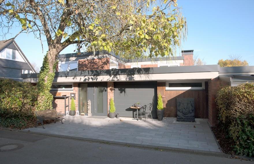 Fleckhaus: weit ausgedehntes Erdgeschoss