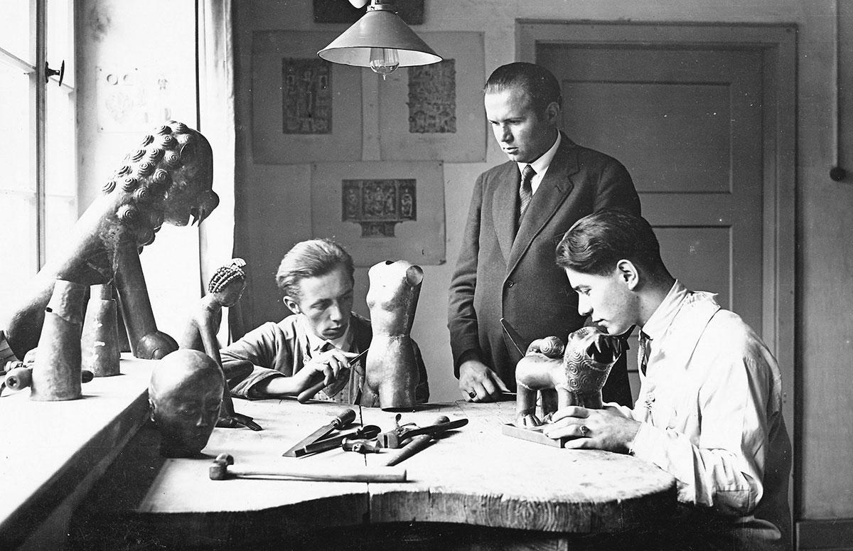 Professor Hans Wissel with students in the studio of the Kölner Werkschulen