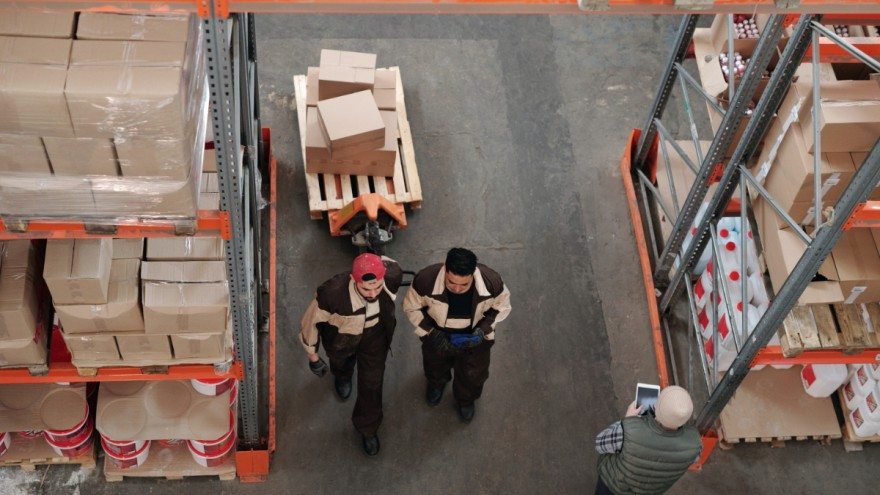 Logistik hinter Click and Collect von Tiger Lily auf Pexels