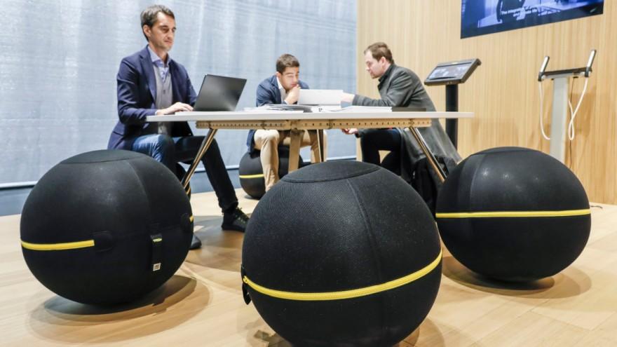 Möbel vom Fitnessgerätehersteller Technogym auf der Orgatec