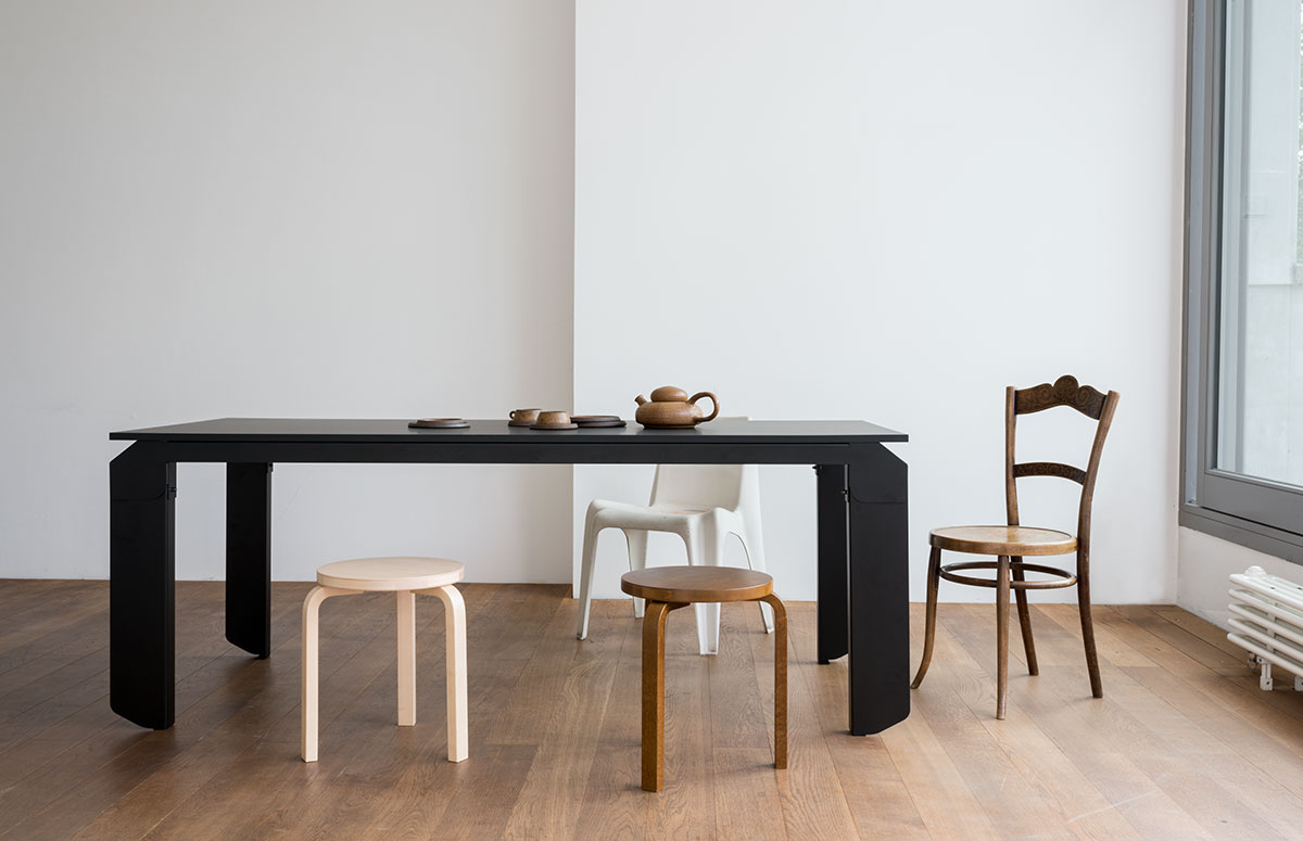 Der Tisch Novak von Objekte unserer Tage