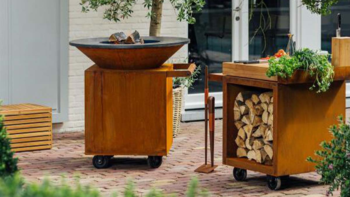 Mobile barbecue station with stone plate for barbecuing and open fire