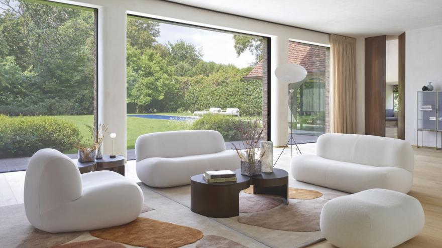 Rundes Sofa von PUKKA im Wohnzimmer