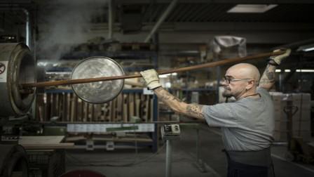 Holz wird für Thonet Kaffeeholzstuhl gebogen