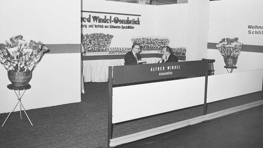 """Übersichtlich und strukturiert präsentiert sich die Windel Group 1971 – ganz wie es """"in"""" in dieser Zeit war auf der ISM"""