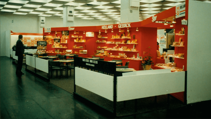 Stereo Holland Gebaeck with generous stand in the 70s at ISM