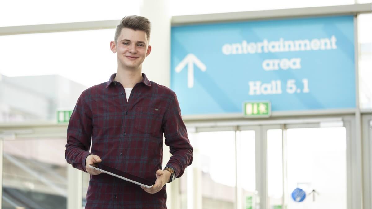 Orientierung ist auf einer Messe das A und O. Was der Bereich Besucher-Services/Eingangsmanagement dafür tut, berichtet Justin.